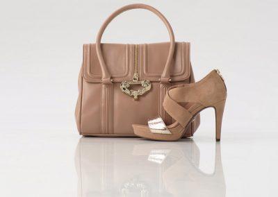 Schuh und Tasche Ton in Ton